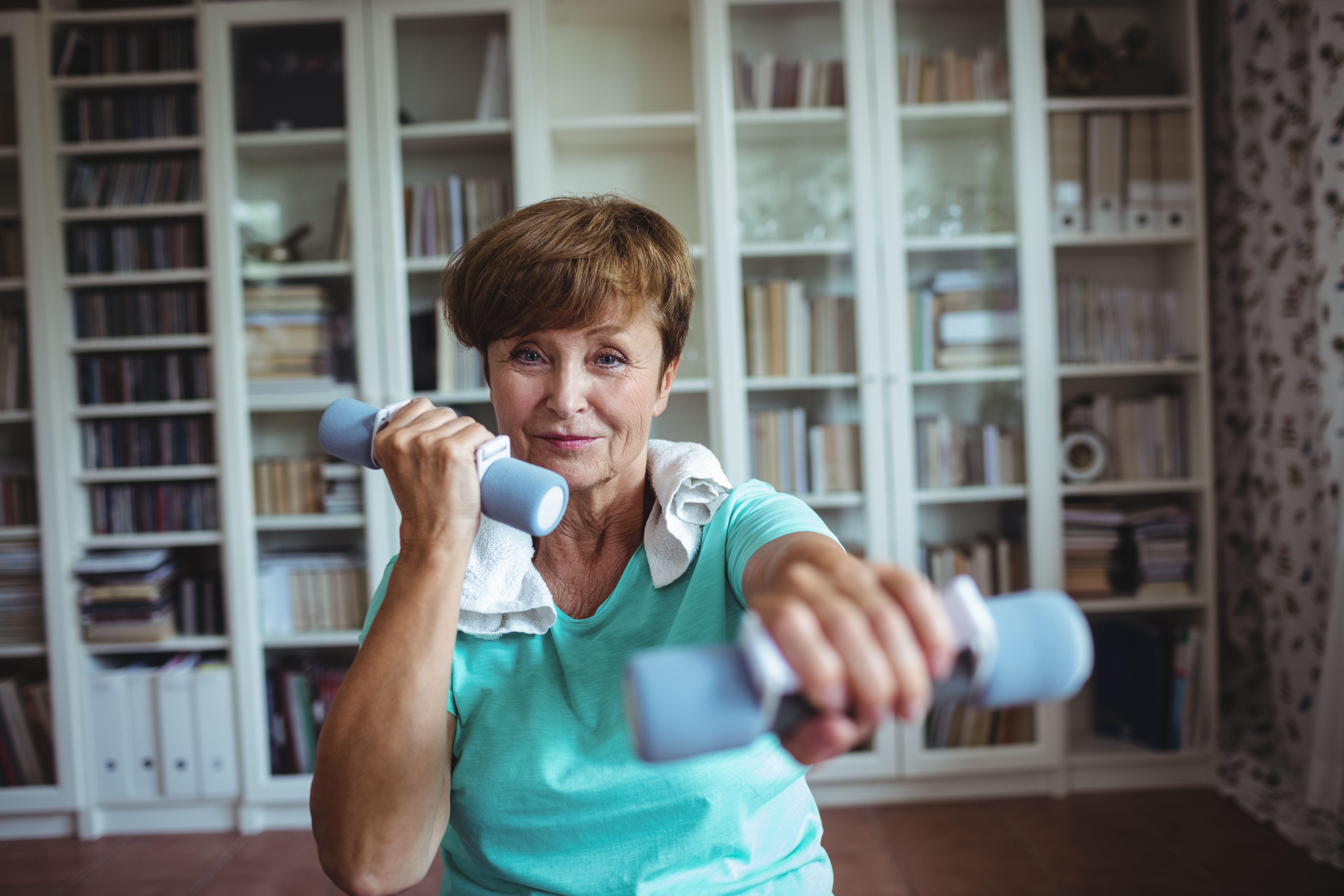 Cvičení doma, joga, protahování, posilování.