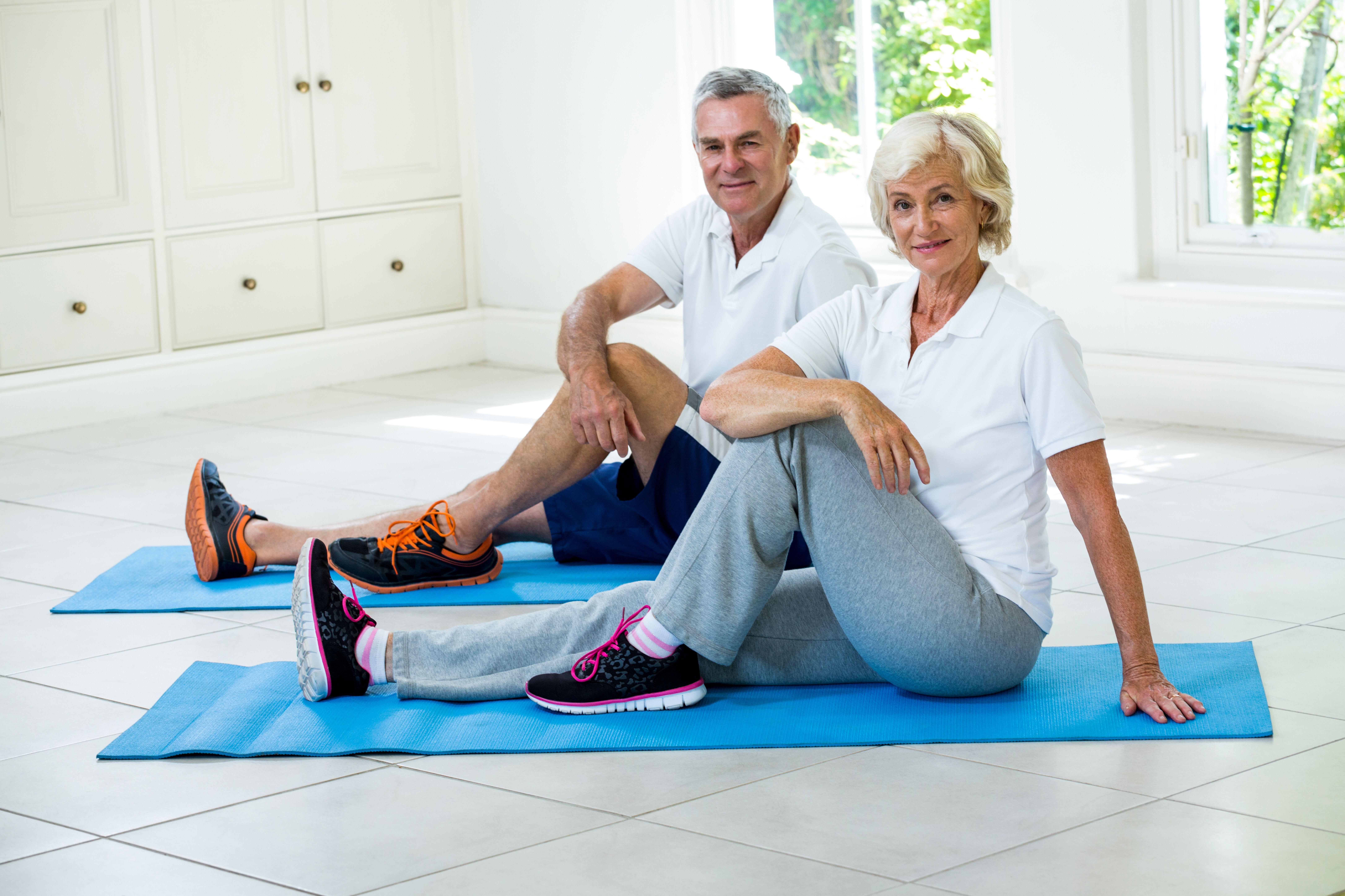 Cvičení doma, joga, protahovaní, posilovaní.