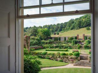 Virtuální prohlídka Velké Británie. Anglické soukromé zahrady online.