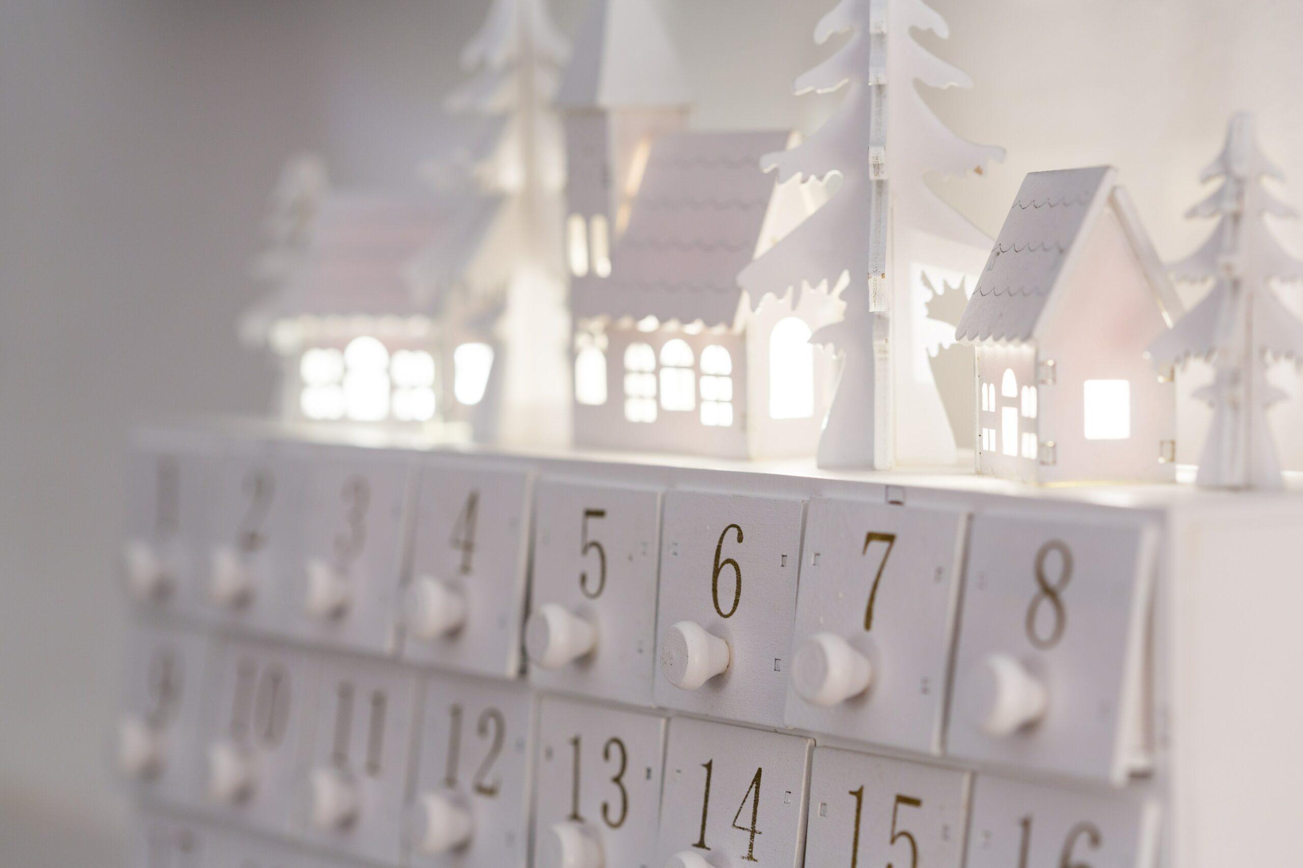 Adventní kalendář ze zásuvek.