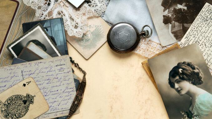 Staré fotografie na stole