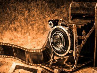Starsá kamera s se starým filmem