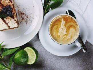 Káva a zákusek