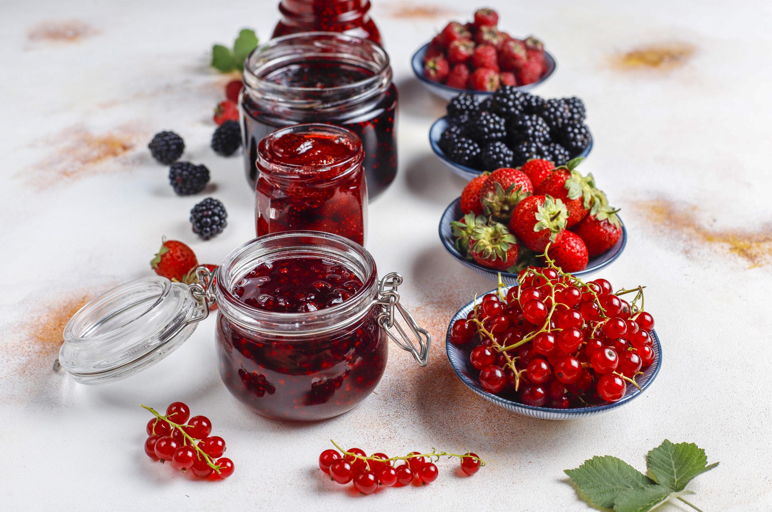 Zavařování ovoce.
