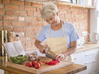 Žena vaří.