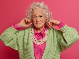 Protivná stará žena.