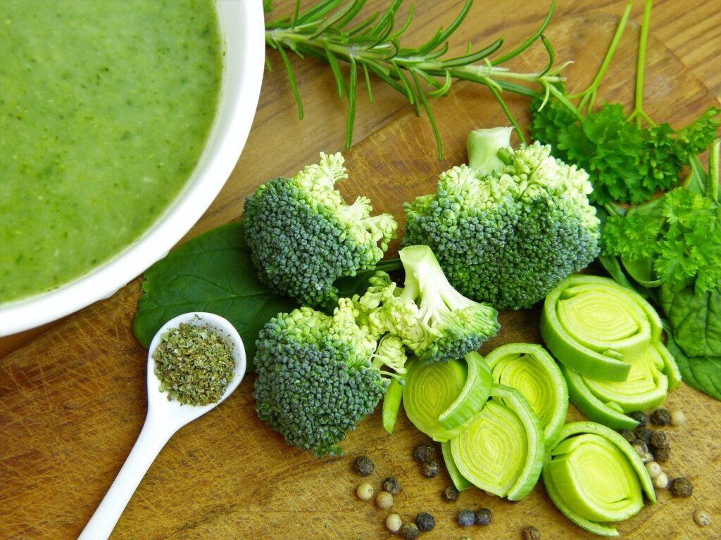 Brokolice a polévka z ní.