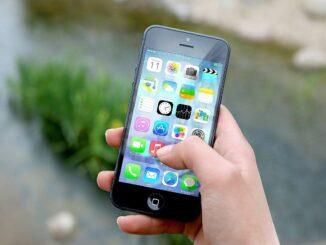 Mobilní telefon.