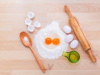 Ingredience a náčiní k pečení.