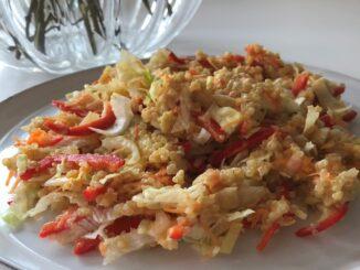 Salát z quinoy.
