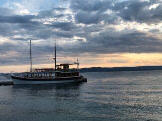 Loď na moři.