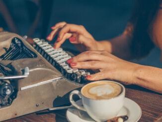 Psaní na stroji.