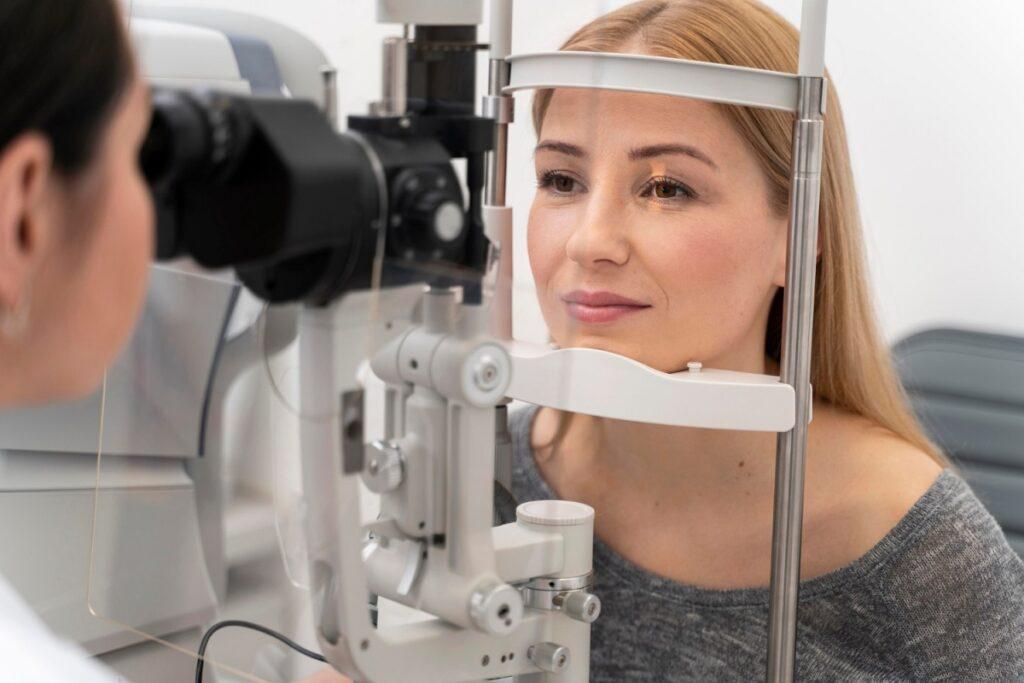 Vyšetření u očního lékaře.