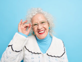 Seniorka drbna.