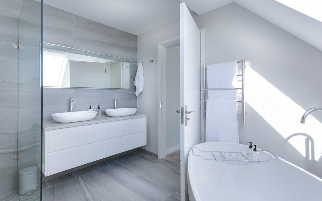 Koupelna v moderním stylu.