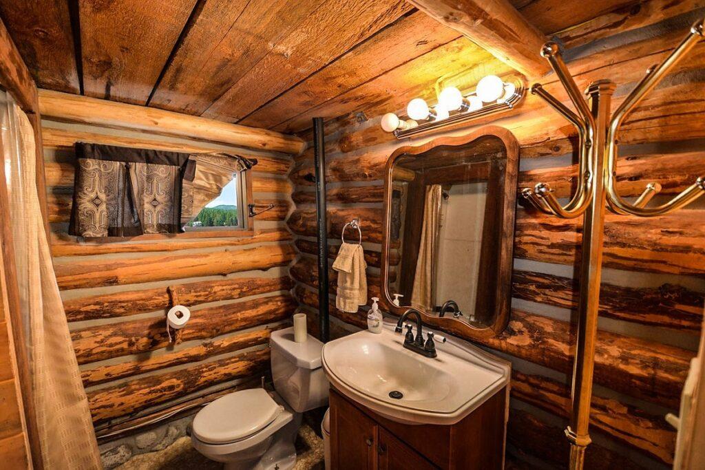 Koupelna ve venkovském stylu.